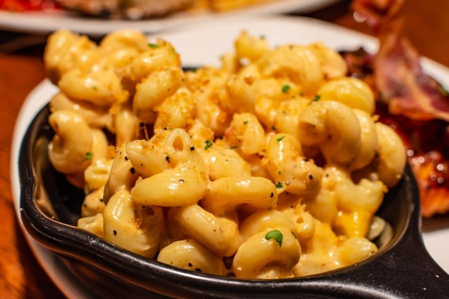 skillet of mac and cheese